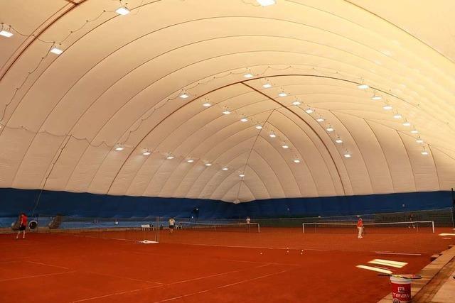 Neue Traglufthalle in Ehrenkirchen macht Tennisspielen im Winter möglich