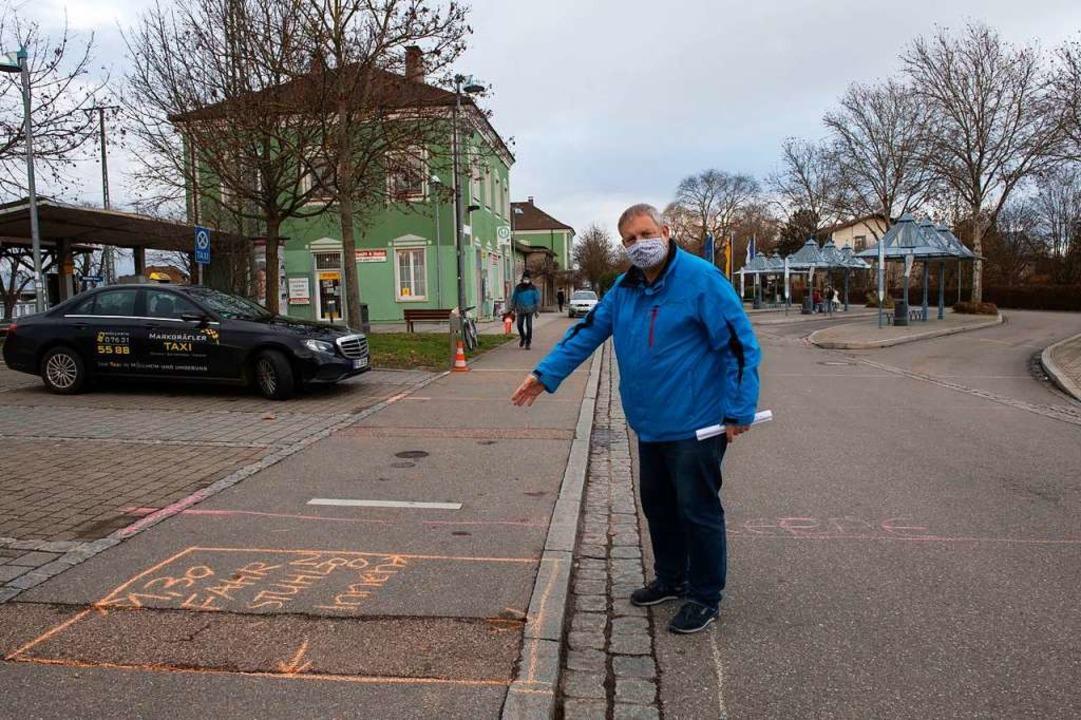 Nils Höck von der Agus hat die Grundri...r den künftigen Bahnhof aufgezeichnet.  | Foto: Volker Münch