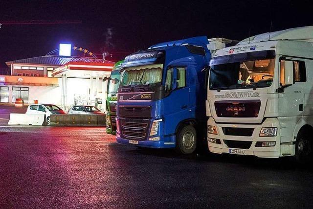 Lastwagen mit Corona-Impfstoffen dürfen auch sonntags fahren