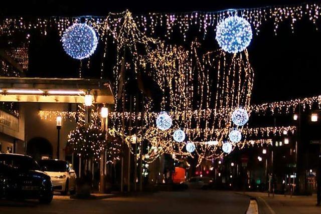 Weihnachtsbeleuchtung in der Freiburger Altstadt bleibt auch im Lockdown an