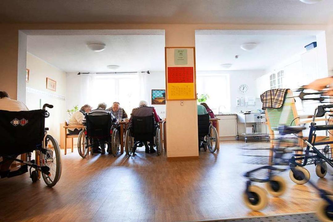 Auf völlige Isolation der Heimbewohner...l hohen Infiziertenzahlen  verzichten.  | Foto: Ute Grabowsky / photothek.net, via www.imago-images.de