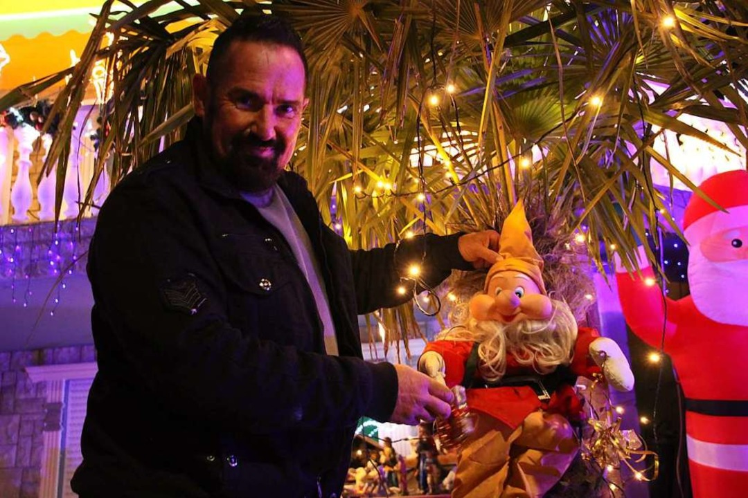 Infiziert vom Weihnachtsvirus: Sven  K...em etwas ausgefallenen Weihnachtsmann.    Foto: Werner Schnabl