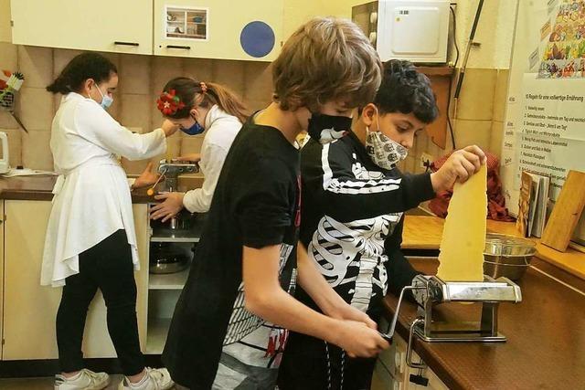 Weihnachtsbäckerei in der Galura-Schule: Pasta statt Plätzchen