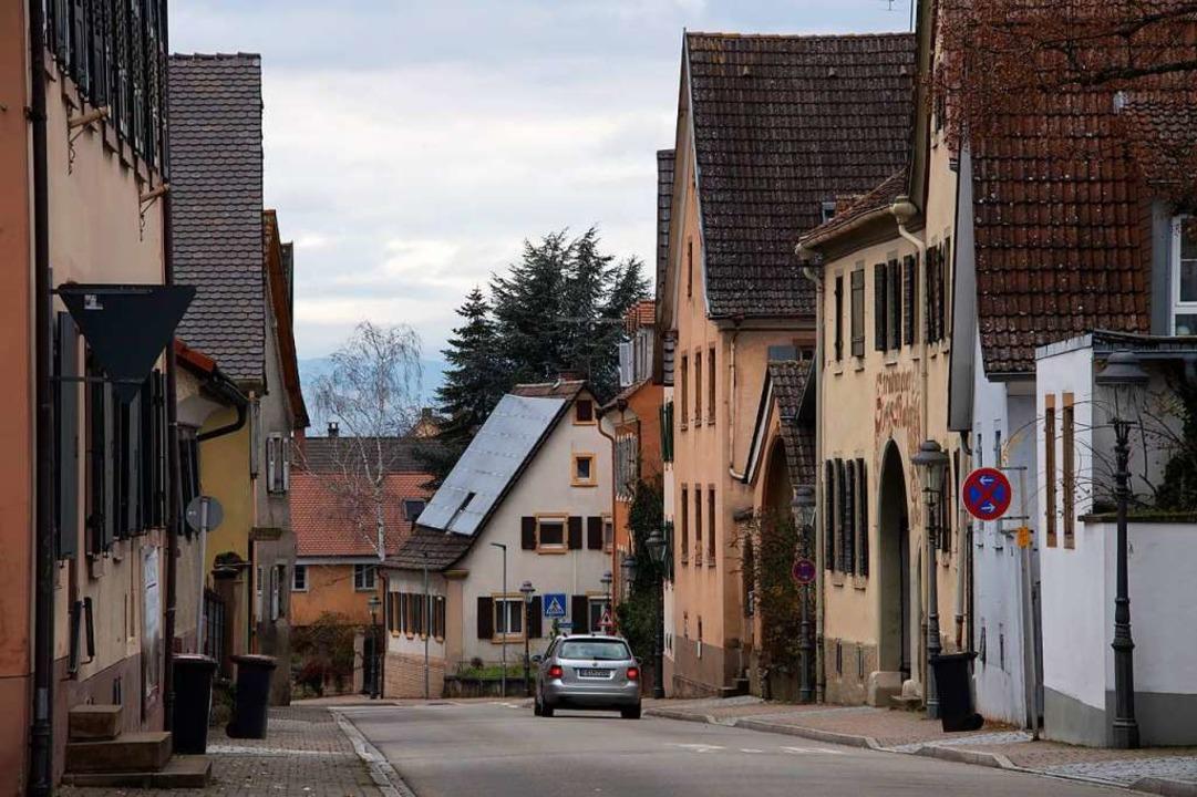 Blick in die Hauptstraße: Hier steht n...nz, die zu Teilen nun bedroht scheint.  | Foto: Volker Münch