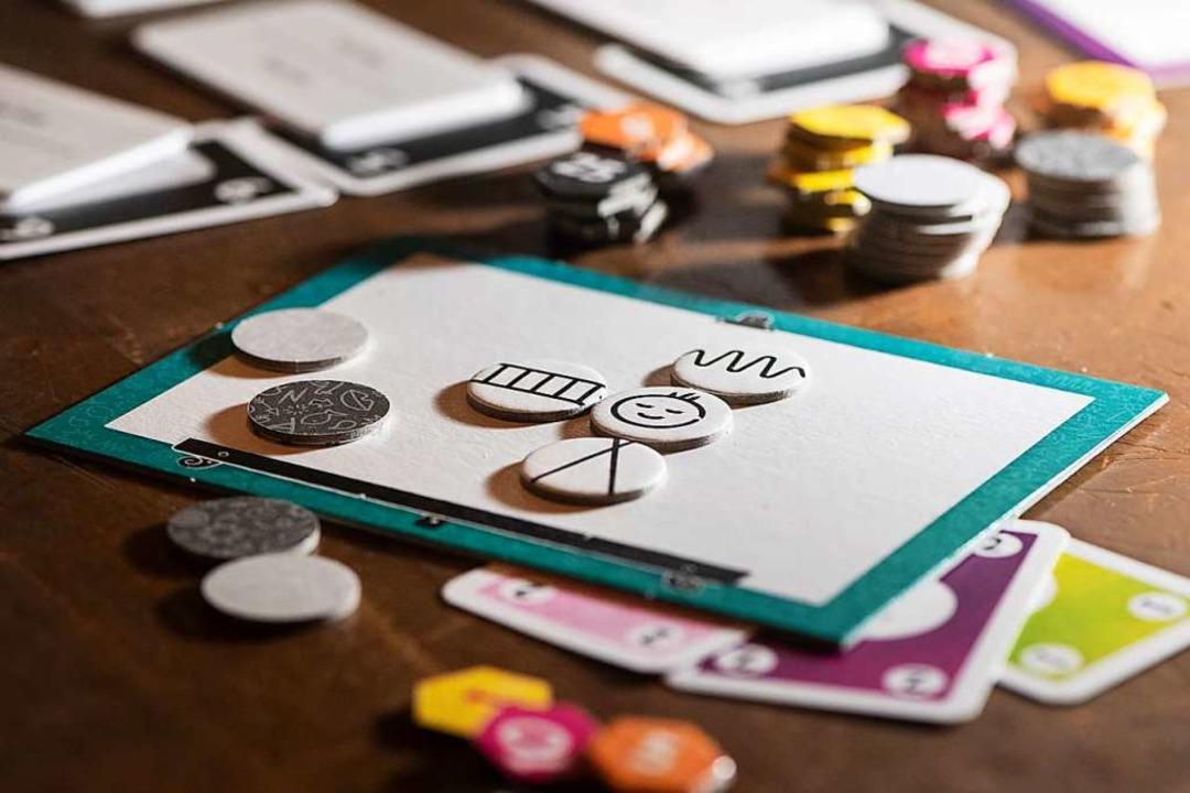 Brettspiele sind wieder gefragt: Coron...llschaftsspiel wiederentdecken lassen.  | Foto: Franziska Gabbert (dpa)