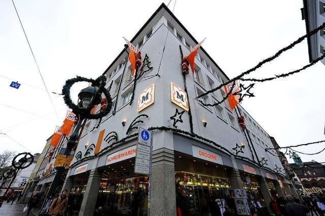 Darf Drogerie Müller in Freiburg Spielzeug, Schreibwaren und CDs verkaufen?