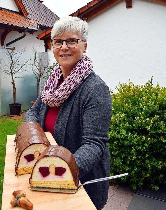 Manuela Müllerleile mit dem süßen Rehrücken  | Foto: Manuela Müllerleile
