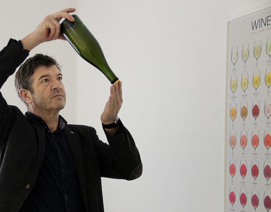 Herbert Reinecker in seinem Sensorikraum für Verkostungen in Auggen    Foto: Katja Reinecker