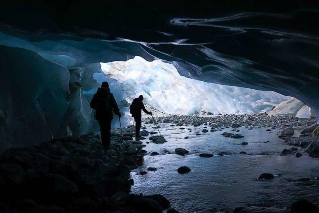 Gletschergrotte von Zinal ist das Tor zu einer türkisfarbenen Unterwelt