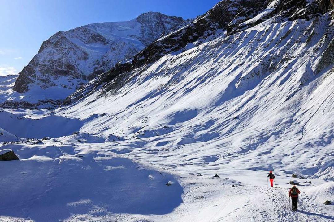 Aktivurlaub im Schweizer Wallis: Schneeschuhwanderer auf dem Zinalgletscher  | Foto: Sierre-Anniviers Marketing (dpa)