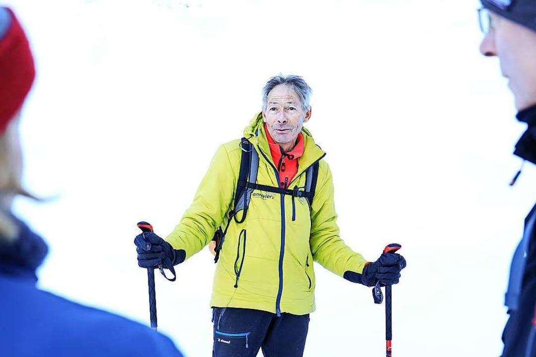 Bergführer Daniel Ruppen auf dem Weg zur Eisgrotte im Zinalgletscher  | Foto: Sierre-Anniviers Marketing (dpa)