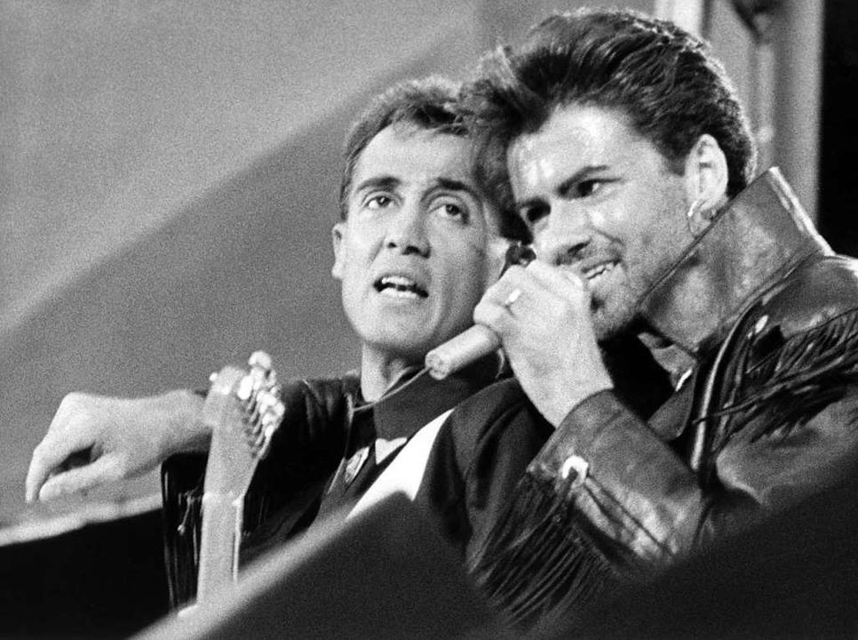 Das britische Pop-Duo Wham! - Andrew R...sverkauften Wembley Stadion in London.  | Foto: DPA
