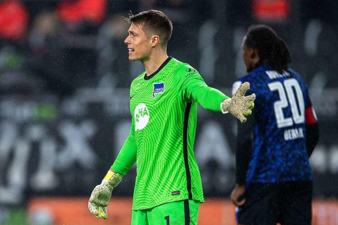 Alexander Schwolow im Dress seines neuen Vereins Hertha Berlin.  | Foto: Marius Becker (dpa)