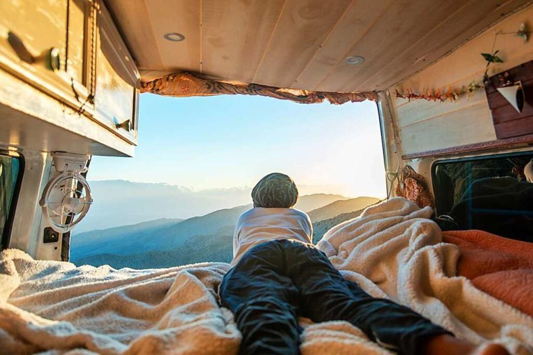 Viele  Familien träumen gerade jetzt v...nem eigenen Campingbus oder Wohnmobil.  | Foto: Abigail Marie (Stock.adobe.com)