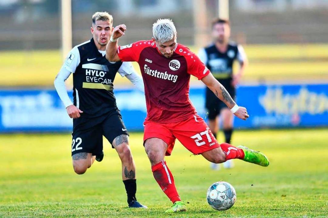 Hasan Pepic (vorne) hatte es im  BSC-Mittelfeld  schwer, traf aber vom Punkt.  | Foto: Achim Keller