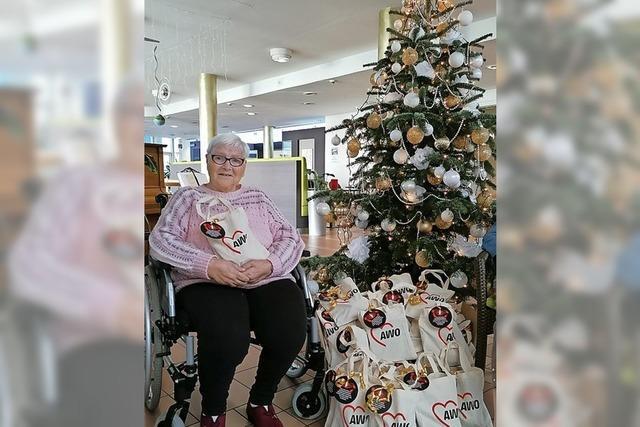 AWO verteilt gefüllte Tüten an Senioren