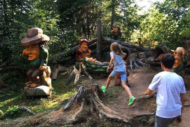 Der Walderlebnispfad in Grafenhausen lockt mit märchenhaften Figuren