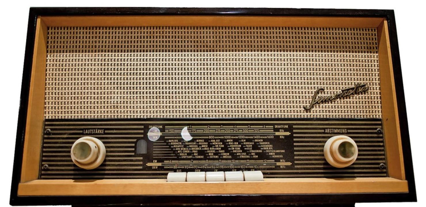 Ist heute museal: Radiogerät aus dem Jahr 1965  | Foto: Daniel Karmann (dpa)