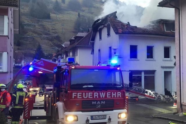 Bewohnerin stirbt bei Großbrand im Ortskern von Todtnau