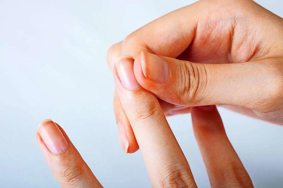 Keine Sorge: Fingerknacken ist unbedenklich.  | Foto: Cyrena111 (Stock.adobe.com)