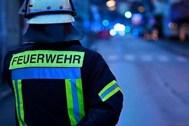 Feuerwehr Weil am Rhein hilft Lörrach mit einer Drehleiter