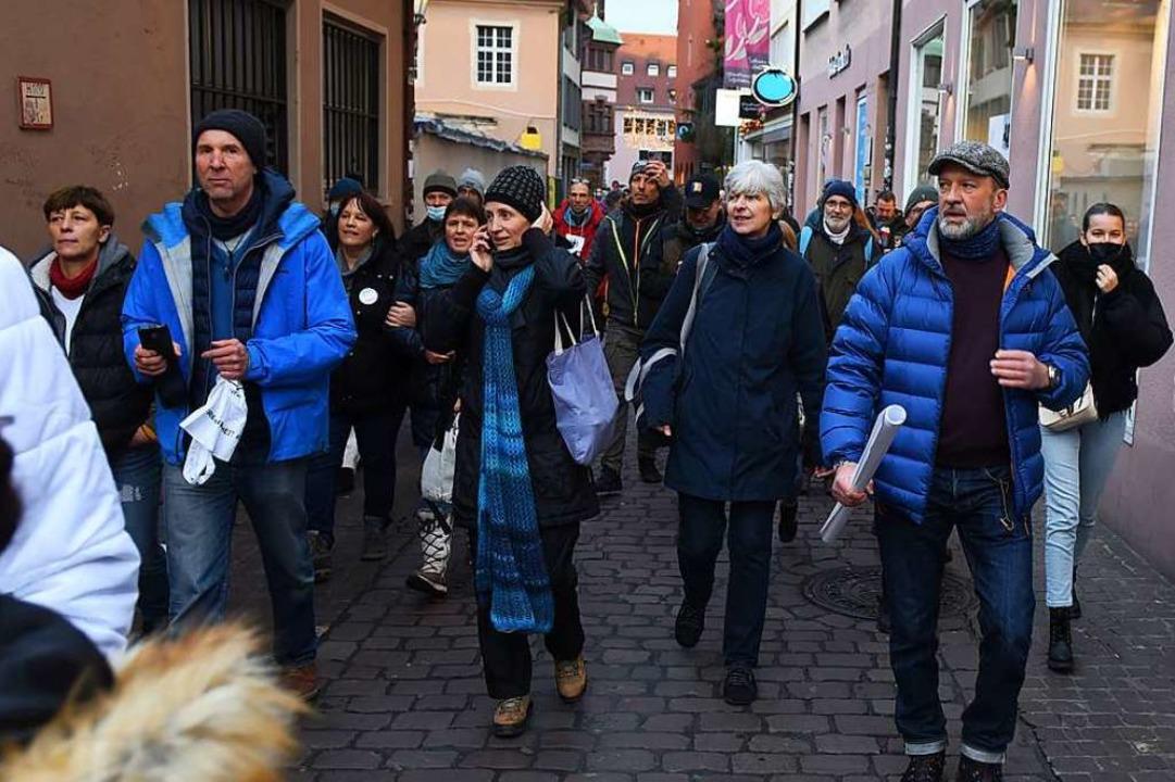 """""""Querdenker"""" in der Freiburger Innenstadt    Foto: Rita Eggstein"""