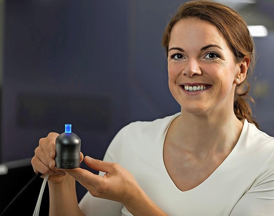 Kathrin Brenker präsentiert ihre Erfindung.  | Foto: Jürgen Gocke