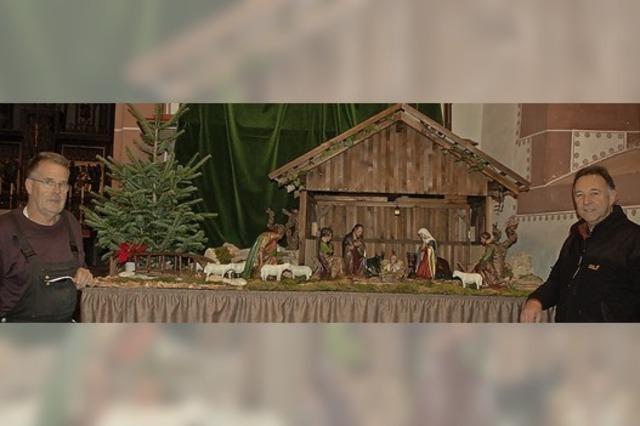 Ein Schindeldach fürs Christkind und seine Eltern