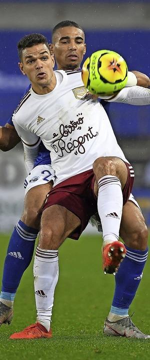 Hinten anstellen mussten sich Alexandr...u (hinten) und Racing  gegen Bordeaux.  | Foto: PATRICK HERTZOG (AFP)