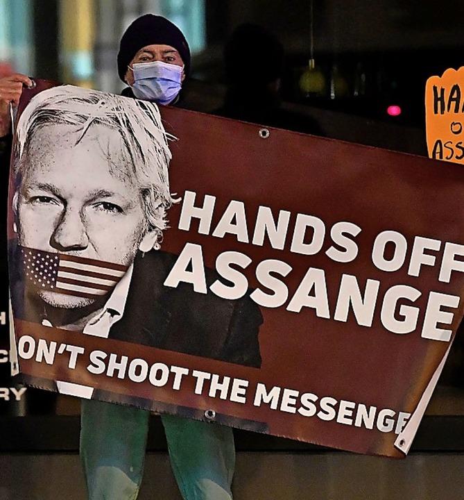 Protest für die Freilassung von Julian Assange in Brüssel.    Foto: JOHN THYS (AFP)