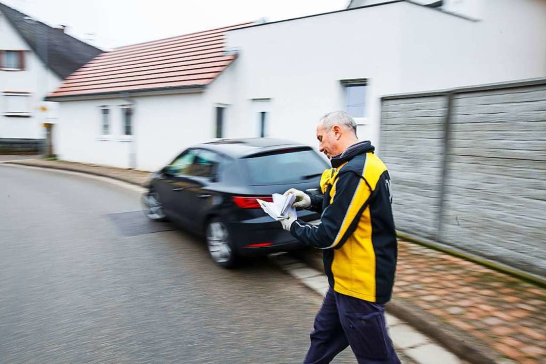 Vom Puck zum Paket: Dany Bousquet, 47.    Foto: Philipp von Ditfurth (dpa)