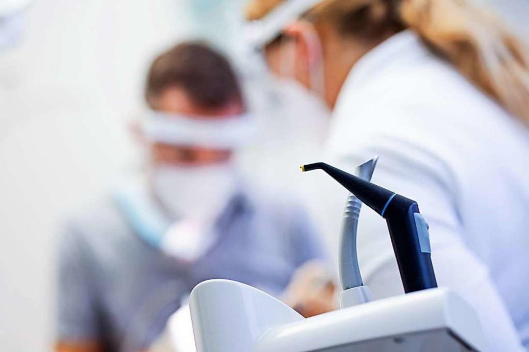 Die Uni-Zahnklinik stellt ihren Notdienst ein (Symbolbild).    Foto: Rolf Vennenbernd (dpa)