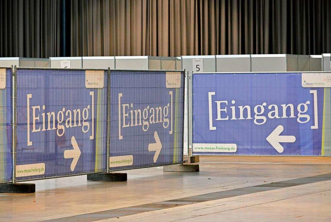 Am Sonntag soll das Impfzentrum auf der Freiburger Messe den Betrieb aufnehmen.  | Foto: Michael Bamberger