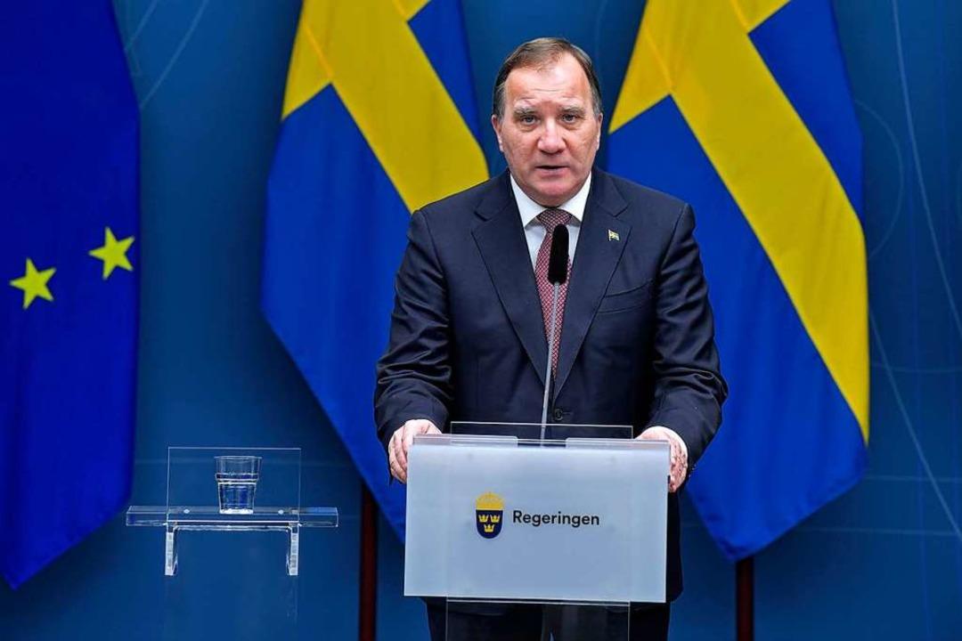 Schwedens Ministerpräsident Stefan Lofven spricht während einer Pressekonferenz.  | Foto: Jessica Gow (dpa)