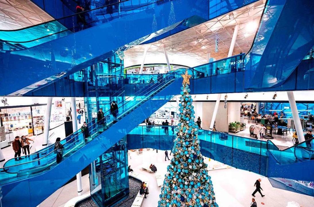 Social Distancing in einem Einkaufscenter im schwedischen Malmö.  | Foto: JOHAN NILSSON (AFP)