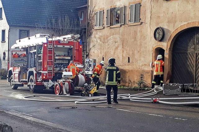 Bahlinger Bürgermeister regelt bei Feuerwehreinsatz den Verkehr