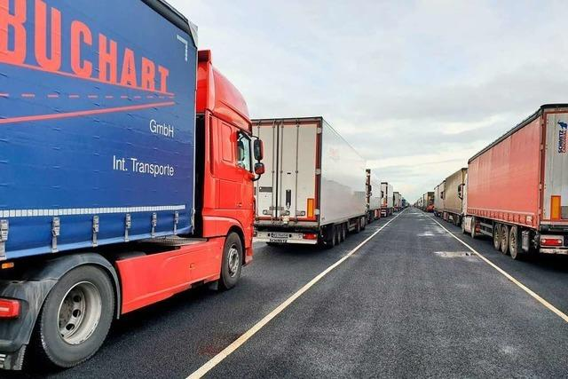 Zwölf Lastwagenfahrer aus Neustadt sitzen nun in England fest