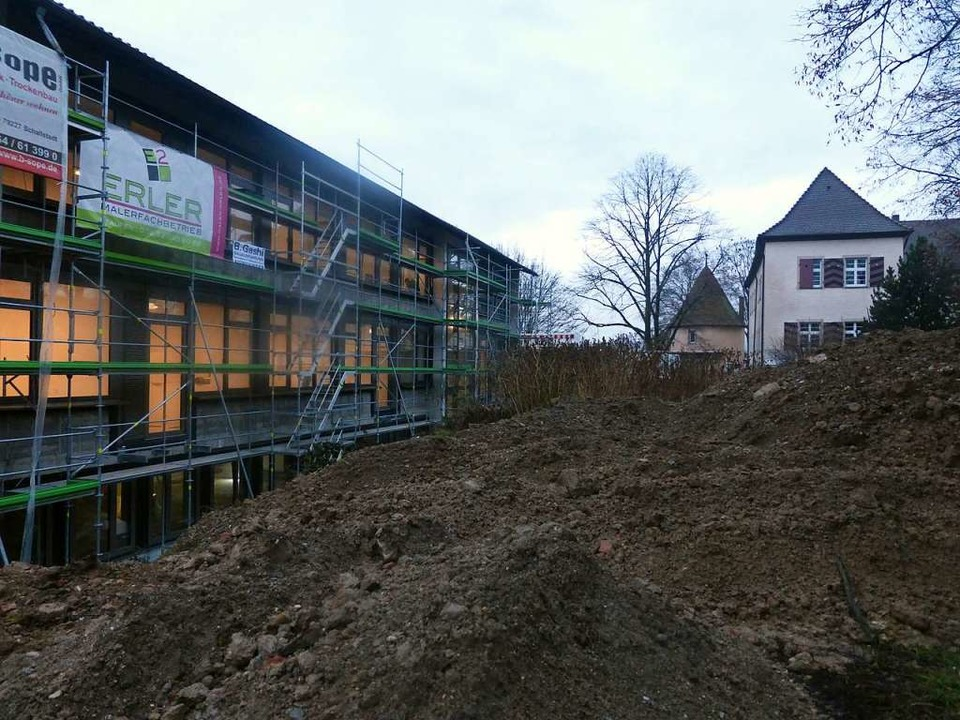 Die ehemalige Grundschule in Kirchhofe...den Osterferien ist der Umzug geplant.  | Foto: Andrea Gallien