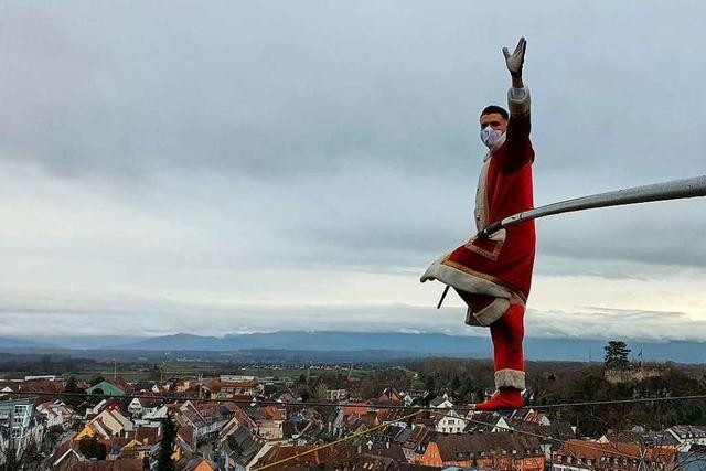 Hochseilartist Fernando Traber sendet Weihnachtsgruß aus Breisach