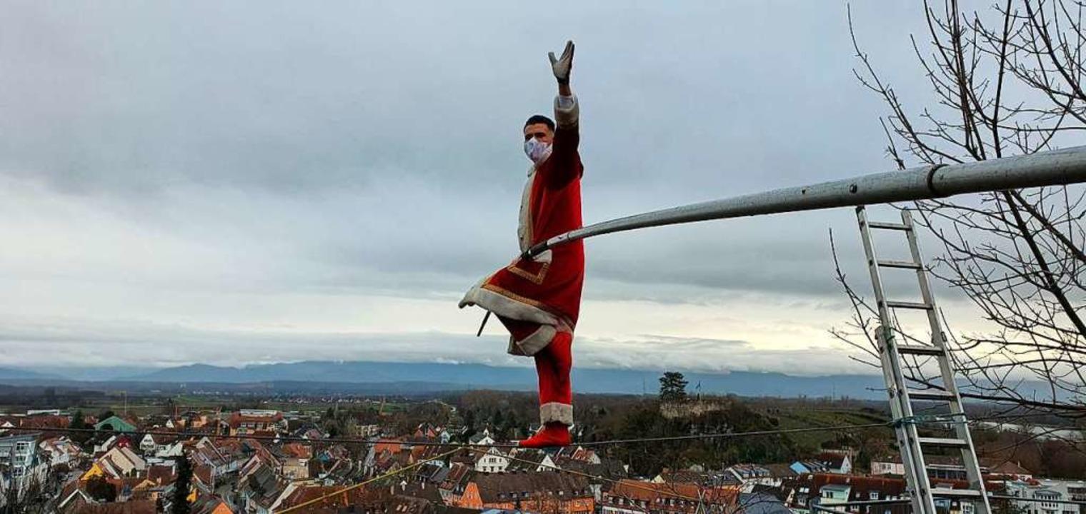 Einen aufmunternden  Weihnachtsgruß sc...om Breisacher Münsterberg in die Welt.    Foto: Julius Wilhelm Steckmeister