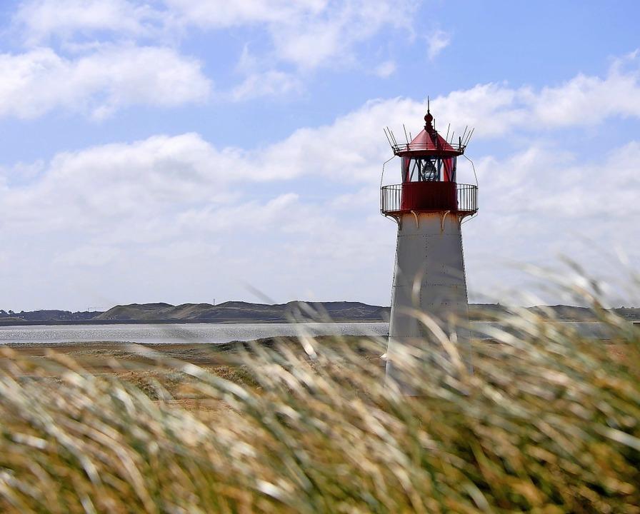 Einsam am Strand: Der nördlichste Zipf...llenbogen bei List auf der Insel Sylt.  | Foto: Carsten Rehder (dpa)