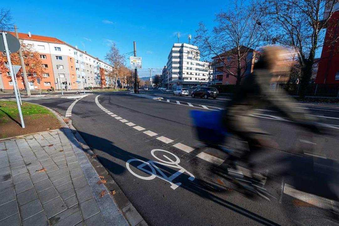 Neue Radspur an der Kreuzung Eschholzstraße/Breisacher Straße  | Foto: Patrick Seeger/Stadt Freiburg