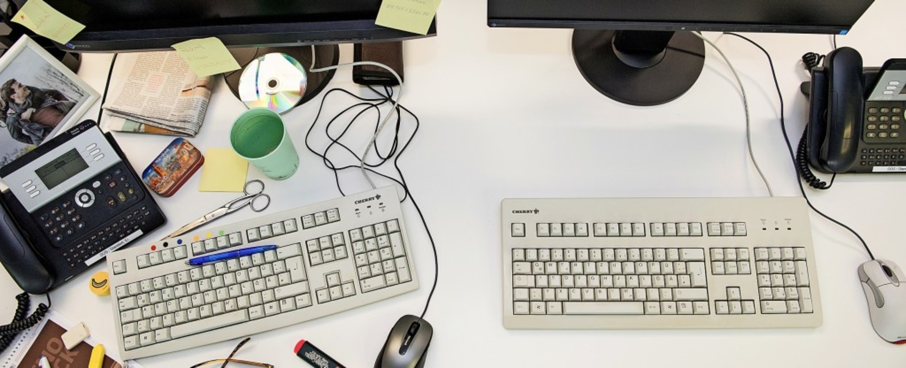 Und wo unter all dem Kram war noch mal...ädieren für einen leeren Schreibtisch.  | Foto: Robert Günther