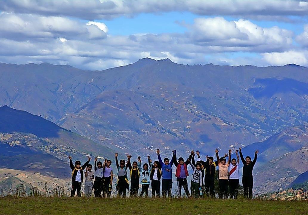 Eine unterstützte Abschlussklasse oberhalb von Pomabamba.     Foto: Verein