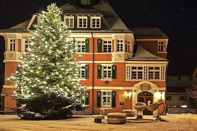 Lenzkircher Rathaus im Weihnachtsglanz