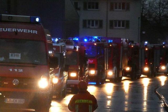 Weihnachtskonvoi der Feuerwehr durch Efringen-Kirchen
