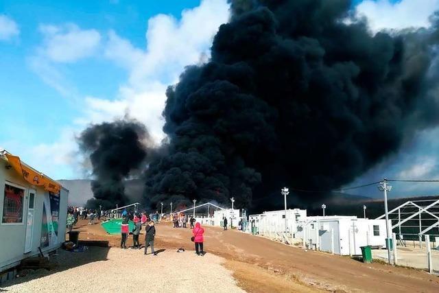 Lage in Bosnien spitzt sich zu – Flüchtlinge stecken Lager in Brand