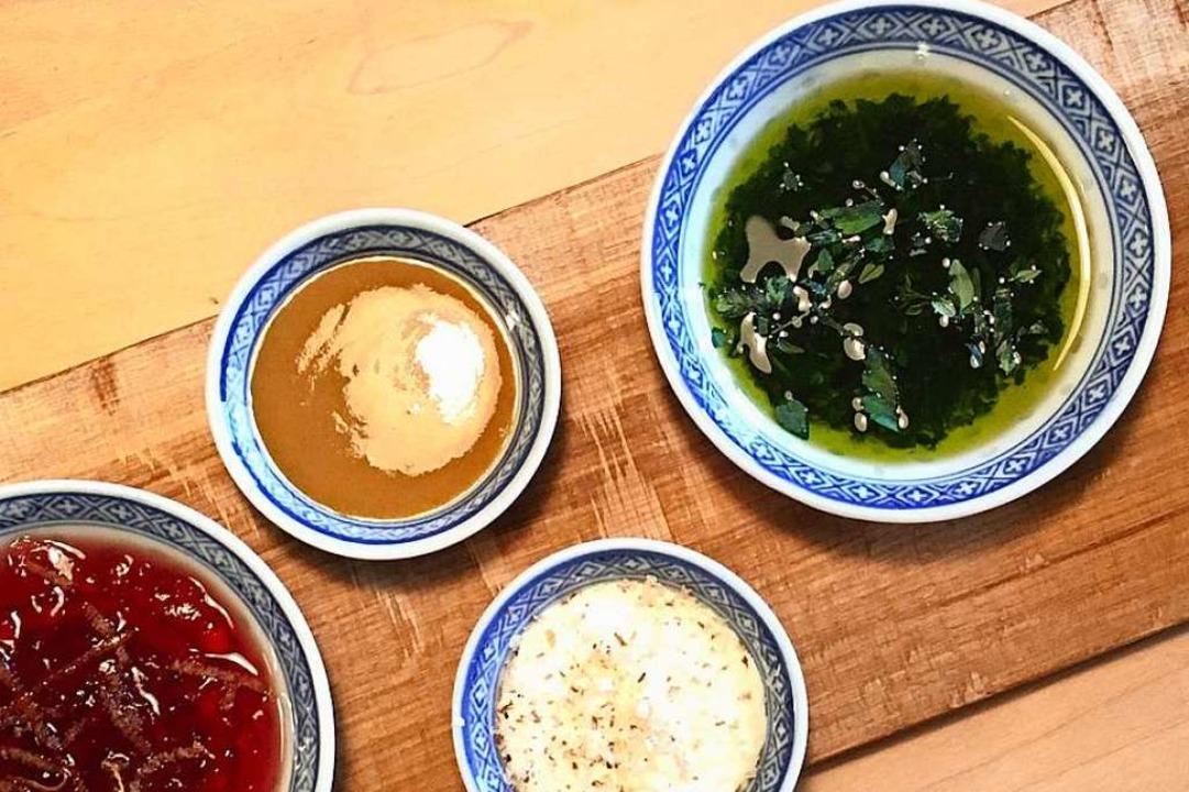 Dürfen auf dem Tisch nicht fehlen: Dips und Soßen fürs Fleischfondue    Foto: Hans-Albert-Stechl