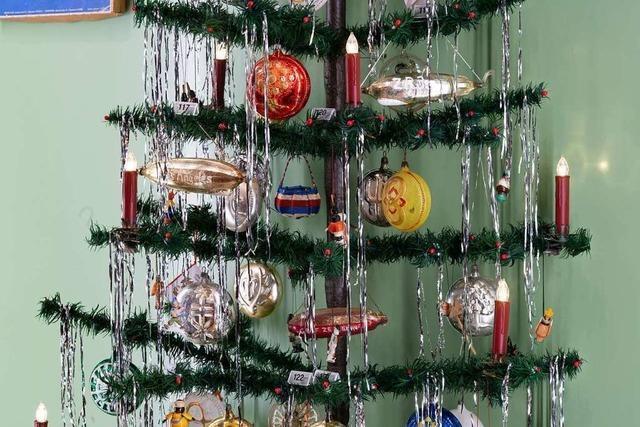 Weihnachtsbaumschmuck spiegelt den Stand der Technik und den Zeitgeist