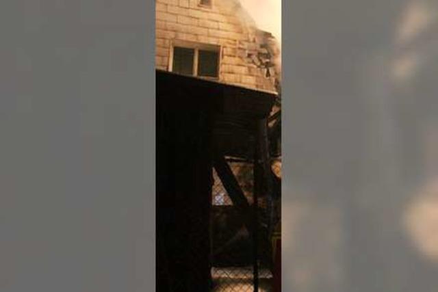 Dachstuhlbrand löst großen Feuerwehreinsatz aus